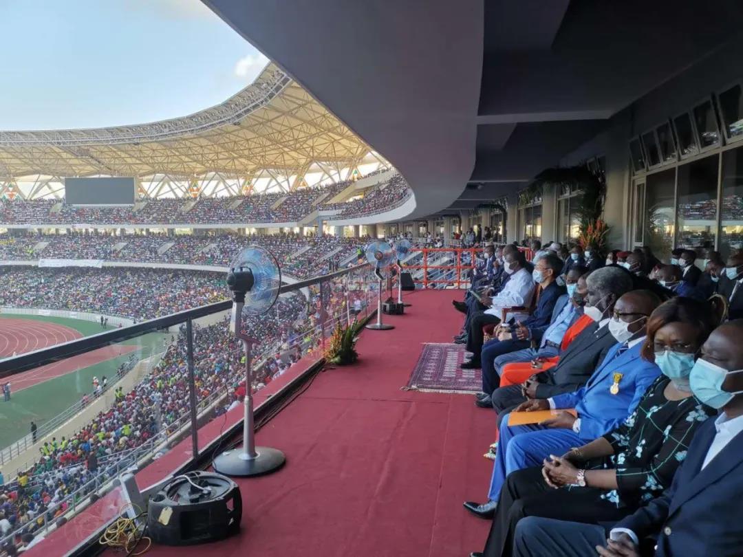 瓦塔拉总统出席中国政府援建的科特迪瓦国家奥林匹克w88优德网站场启用仪式