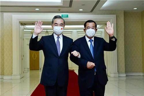 柬埔寨首相洪森会见中国国务务员兼外长王毅