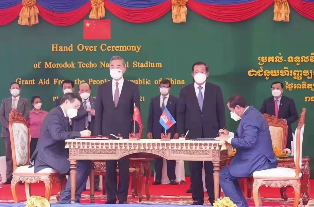 中柬隆重举行援柬埔寨w88优德网站场项目交接仪式